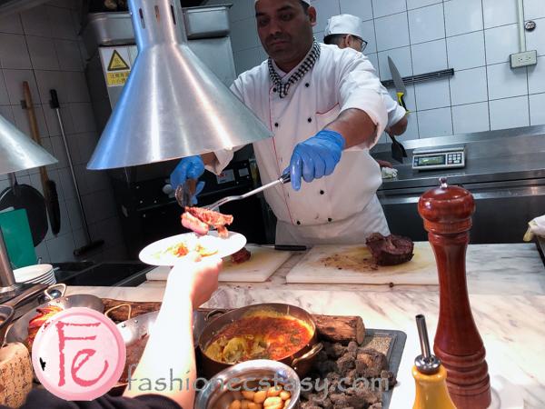 台北六福萬怡大飯店的敘日餐廳薄皮總匯披薩 (Sunrise Restaurant Coutyard Marriott Taipei - thin-crust pizza