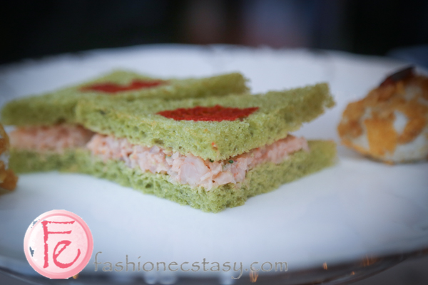 台北文華東方鯖青隅: 鮮蝦抹茶三明治 (shrimp-matcha sandwich)