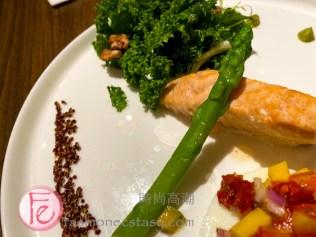 鮭魚感蘭菜酪梨沙拉($500) / Salmon Kale Egg White Advocado ($500TWD)