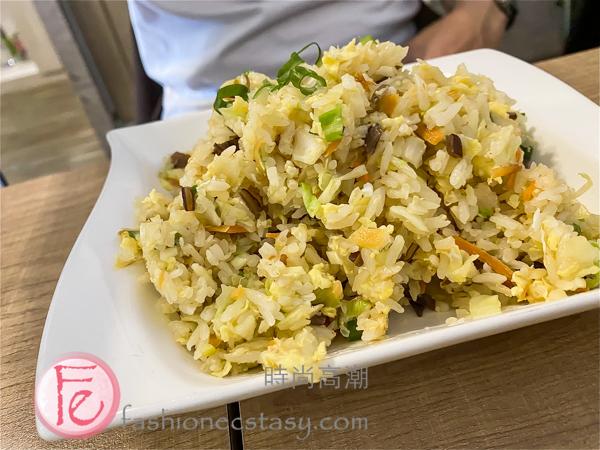 鬼椒炒飯+茉莉綠茶 ($120元) / Ghost Pepper Fried Rice with Green Tea ($120 NT)
