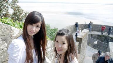 Fashion Ecstasy's editor Tanya Hsu (right) at Mont Saint Michel / 殘編(右)在聖米歇爾山 (2011)