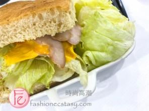 """煙燻雞肉沙拉 配「佛卡夏」($150元)/ """"Smoked Chicken Salad"""" with """"focaccia""""($150NT)"""