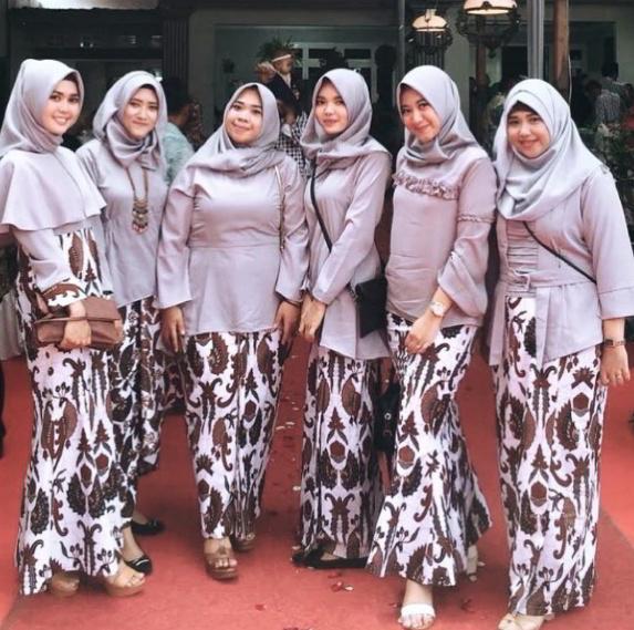 Model Baju Rok Batik Atasan Polos