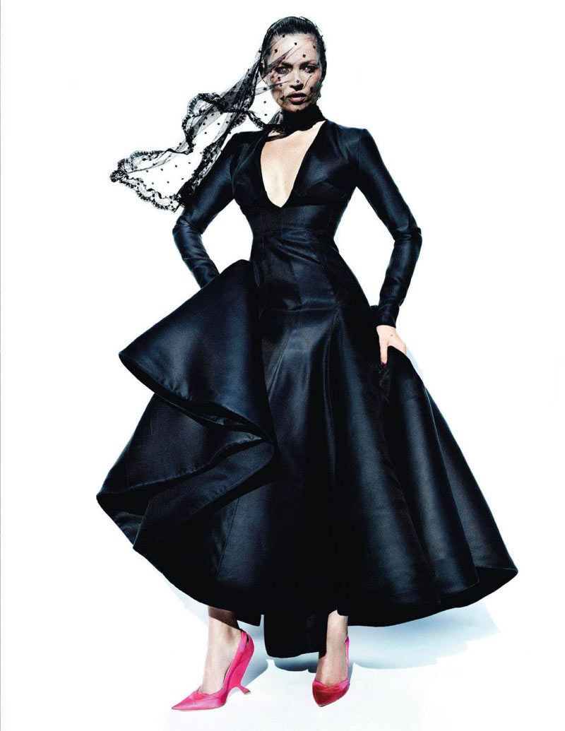 TestinoKate11 Kate Moss Has a Flair for the Dramatic in Vogue Spain December, Shot by Mario Testino