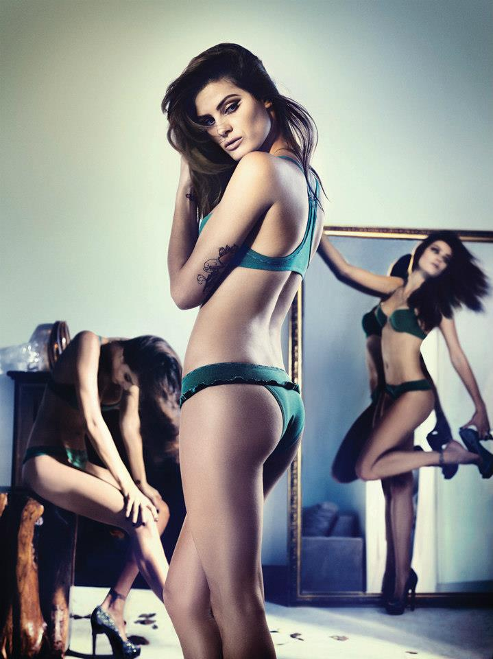isabeli fontana lingerie campaign4 Isabeli Fontana Seduces for Un.i Lingerie Winter 2013 Campaign