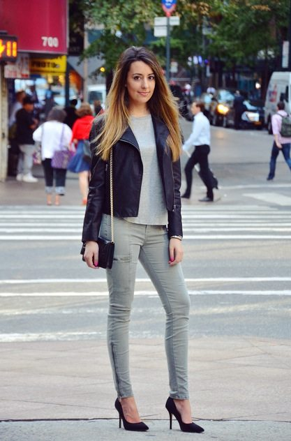 perfect fall outfit heels and jeans
