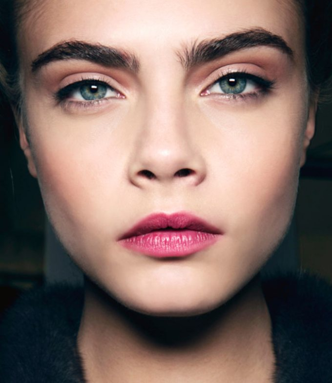 Shape Thick Eyebrows With Makeup Hairsjdi