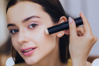 Tips-for-Choosing-and-Using-Concealer-Correctly-main-image