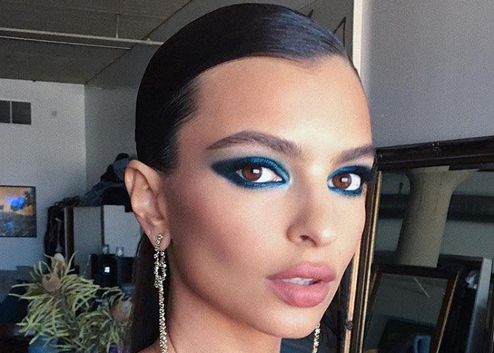 23 Celebrities Working The Blue Eyeshadow Trend 4