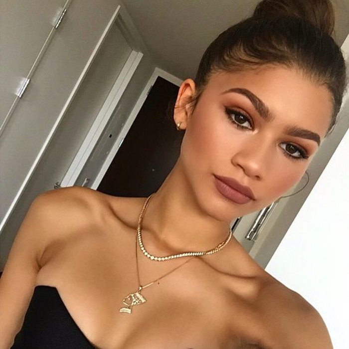 Pretty Matte Celeb Makeup Looks to Try ZendayaPretty Matte Celeb Makeup Looks to Try Zendaya