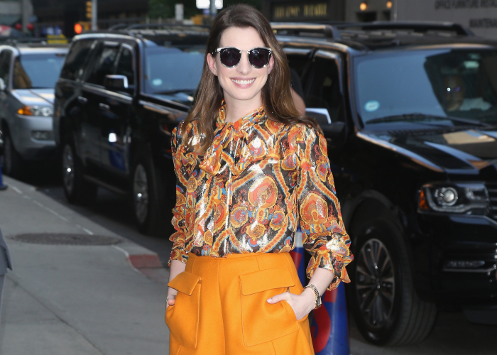 Anne-Hathaway-Demos-How-to-Wear-Bright-Colors-From-Head-to-Toes