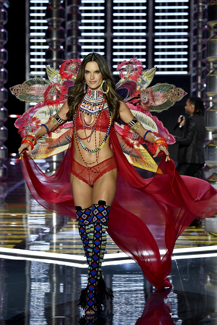 Here-is-How-The-Hottest-Models-Got-Discovered-Alessandra-Ambrosio