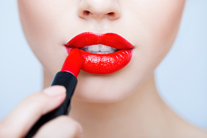 how-to-make-red-lipstick-last-all-day-woman-with-bright-red-lips