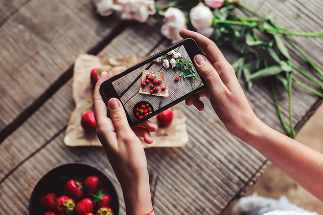 How-to-Get-More-Likes-on-Instagram-someone-taking-photo-of-their-food