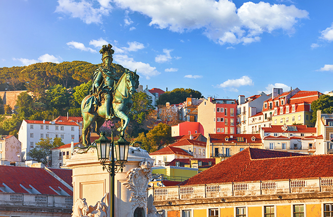 best-places-to-dress-up-in-lisbon-horse-statue