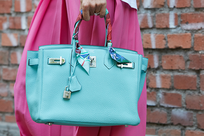how-to-wear-mint-green-fashionisers-mint-green-bag
