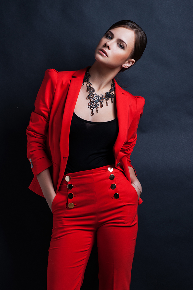how-to-wear-red-fashionisers-red-suit-woman-with-dark-hair