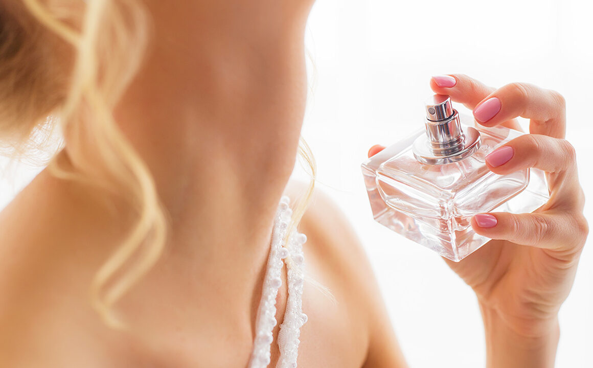 6-reasons-why-perfumes-complete-your-overall-look-main-image-woman-applying-perfume