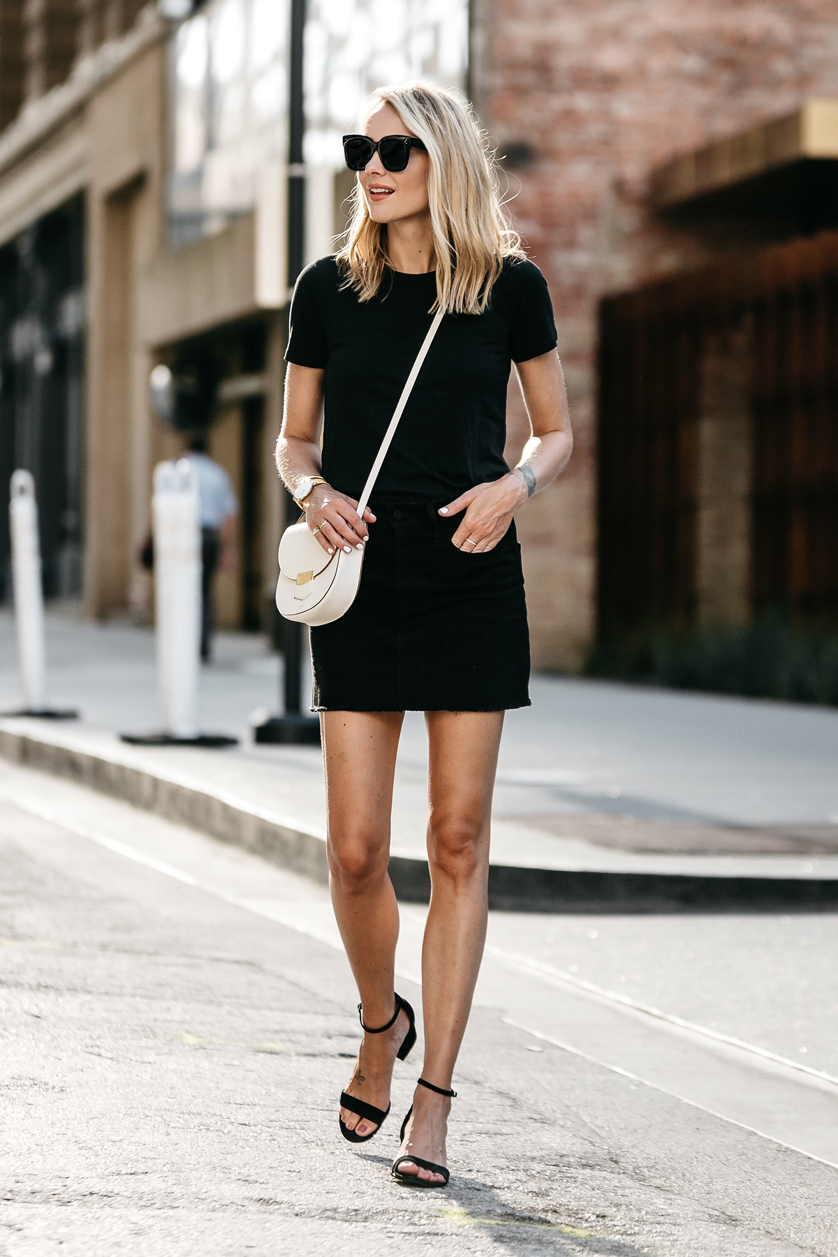 A Chic Way to Wear Everlanes Black Fitted Crewneck T