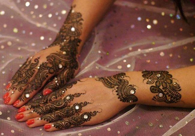 25 Latest Pakistani Mehndi Designs