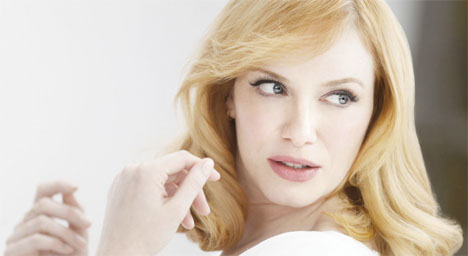 christina-hendricks-blonde-Clairol-01