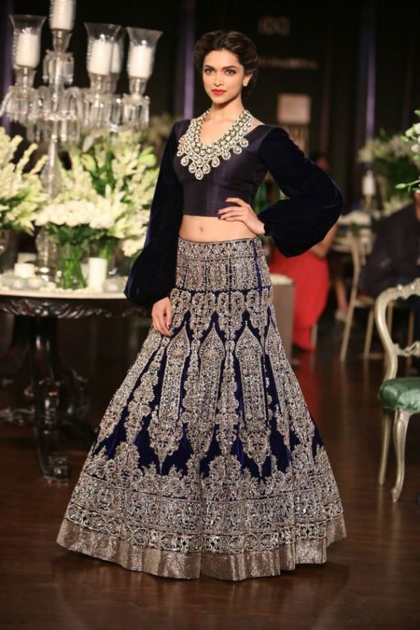 Vintage inspired, effeminate collection Manish Malhotra's Grand finale at the Couture Week