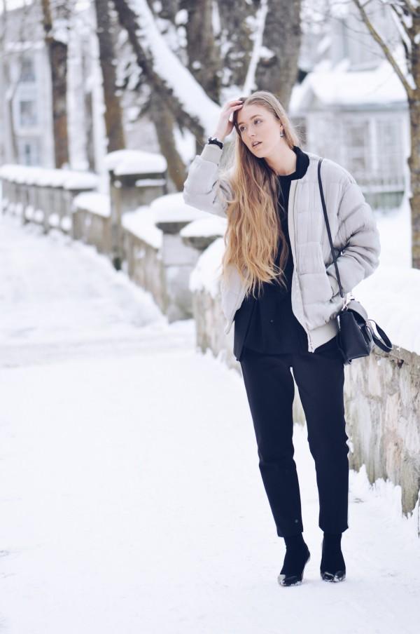 Heels on snow