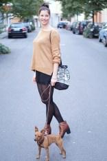 Caprice-love-FashionBlogBloggerShortsschwarzbraunbootsTopshopray-banherbsttrendoutfitstyling1