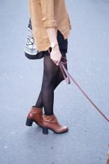 Caprice-love-FashionBlogBloggerShortsschwarzbraunbootsTopshopray-banherbsttrendoutfitstyling4