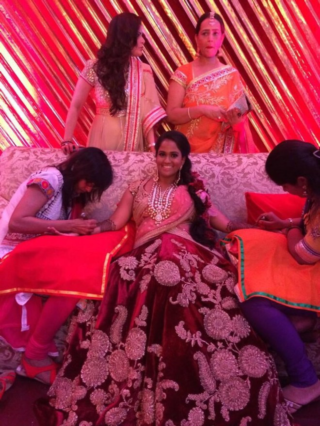 arpita-khan-applies-mehandi_141630190400.jpg