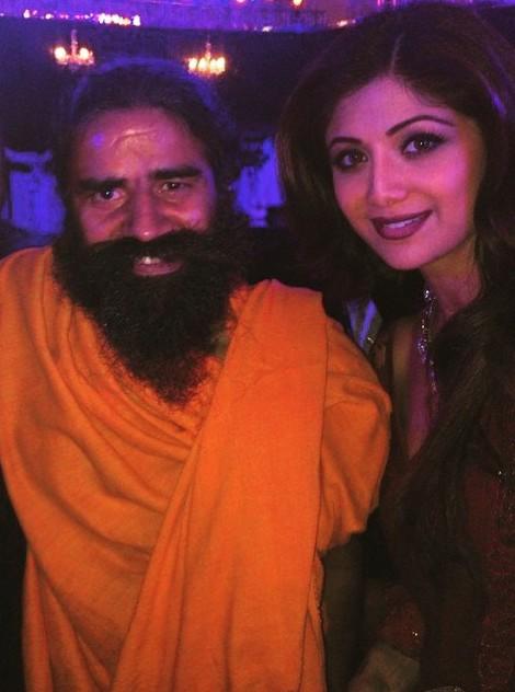 shilpa-shetty-Bday_Ramdev-copy4.jpg