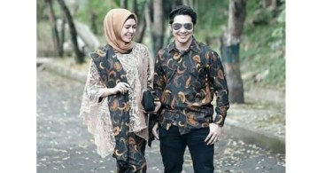 Model Baju Kebaya Couple Aksen Selendang Cream Pastel