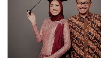 Model Baju Kebaya Couple Aksen Selendang Peach Maroon