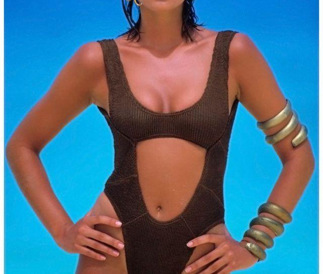 Cindy Crawford 90s Classic Vogue Via Ladyluxury Bathing Suit Bikini Swimwear Swimsuit Summer Beach
