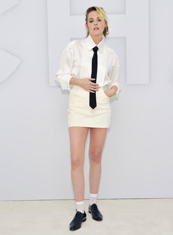 Kristen Stewart In CHANEL @ Chanel Spring/Summer 2021 ...