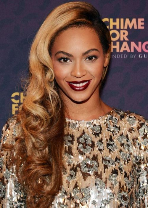 Elegant Side Part Curly Hairstyles For The New Years Eve