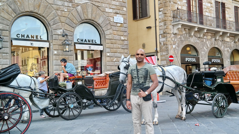 Fashion_Travel_Accessories_Florence_Travel_Blog_What-To_See_In_Florence_Italy_Follow_Me_Around_Travel_Vlog_Walking_Tour_2