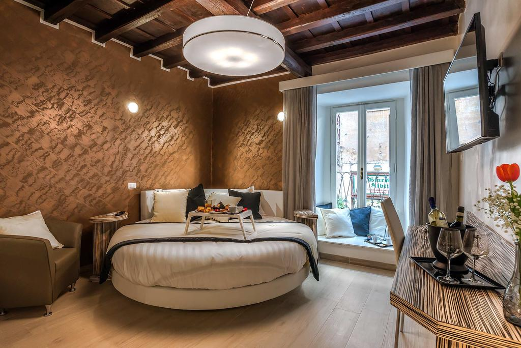 Best Hotels In Rome Italy Where To Stay In Rome Fashion Travel Accessories Spagna Luxury'n Trevi 1
