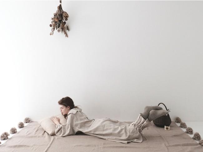 シンプルライフ研究家マキさんとnest Robeのコラボ商品がリリース! サステナブルな日常着で起こす環境へのアクション。