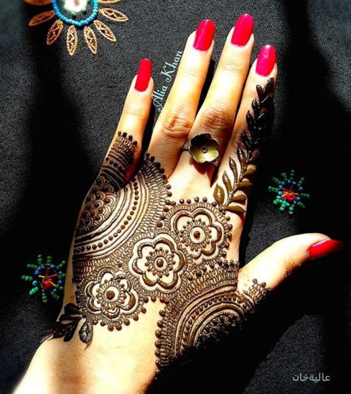 arabic mehndi on hand