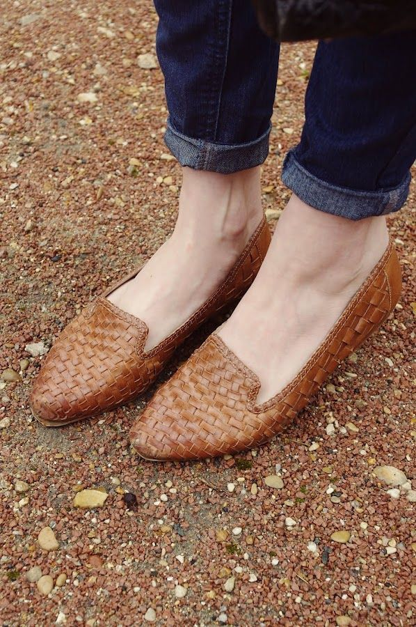 pointed loafer shoe