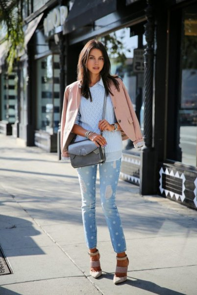 Layered Winter Outfits Women Should Wear 13