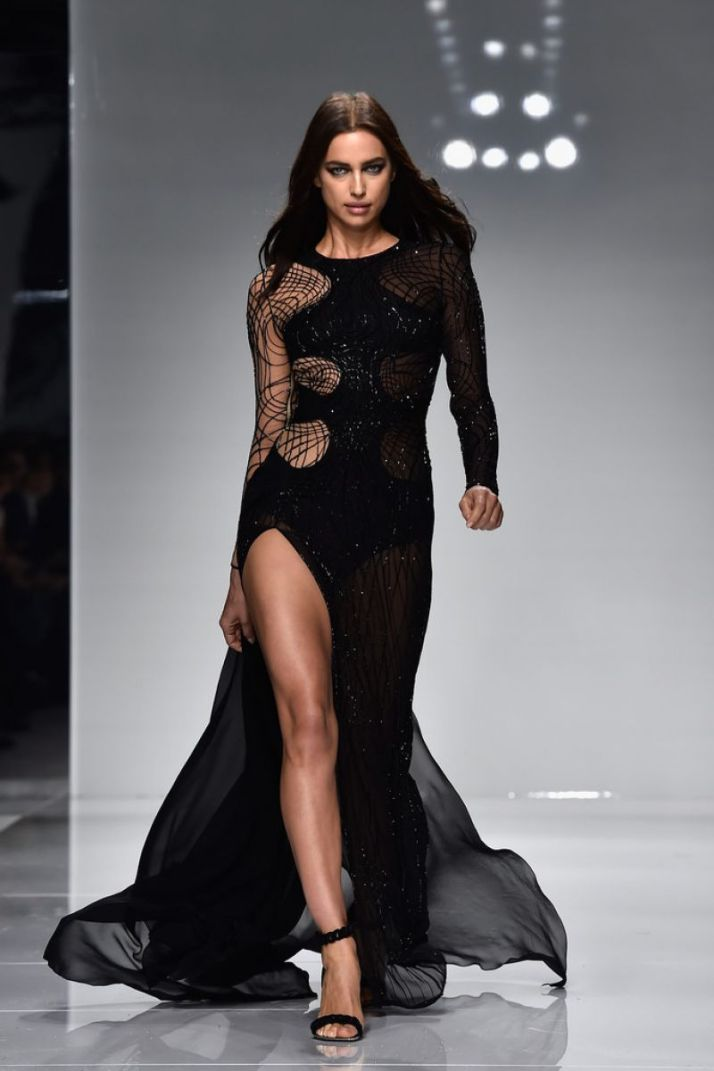 irina-shayk-on-the-runway-of-versace-spring-summer-2016-fashion-show-in-paris-01-24-2016_1