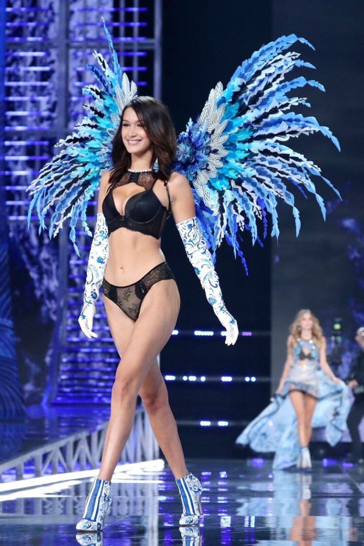 Bella Hadid smiling as she walks the 2017 Victoria's Secret Fashion Show in her 1st outfit - Fashion Voyeur Blog
