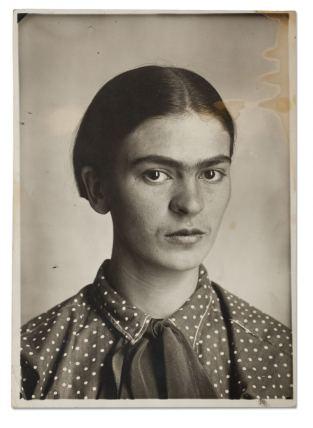 Frida Kahlo,c. 1926. Museo Frida Kahlo.© Diego Riviera and Frida Kahlo Archives, Banco de México, Fiduciary of the Trust of the Diego Riviera and Frida Kahlo Museums.