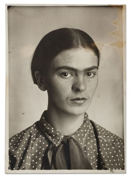 Frida Kahlo,c. 1926. Museo Frida Kahlo.© Diego Riviera and Frida Kahlo Archives, Banco de México, Fiduciary of the Trust of the Diego Riviera and Frida Kahlo Museums.