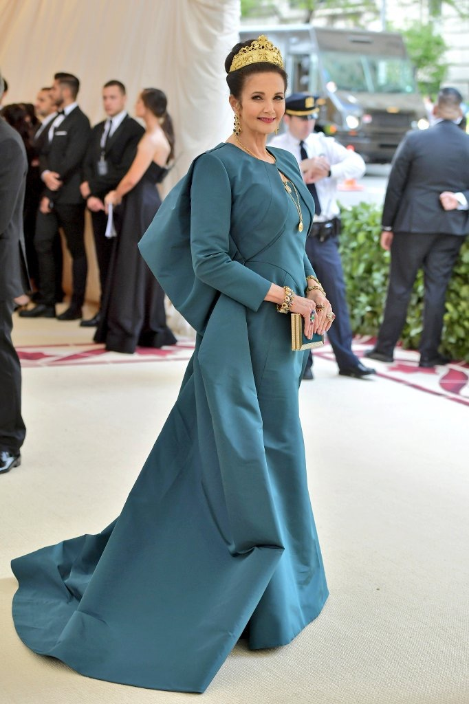 Side view of lynda Carter wearing a teal gown on the Met Gala red carpet 2018