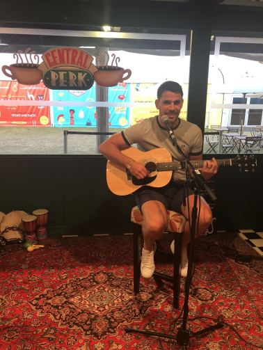 Comedy Central UK's Friends Fest 2018: Pixie's little brother playing Smelly Cat in Central perk
