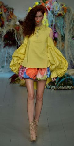 Fyodor Golan SS19 runway show at London Fashion Week shot by Chris Moore for Fashion Voyeur Blog Look 36