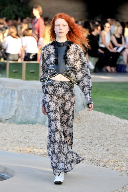 Louis Vuitton Cruise 2016 Resort Collection - Front Row and Show